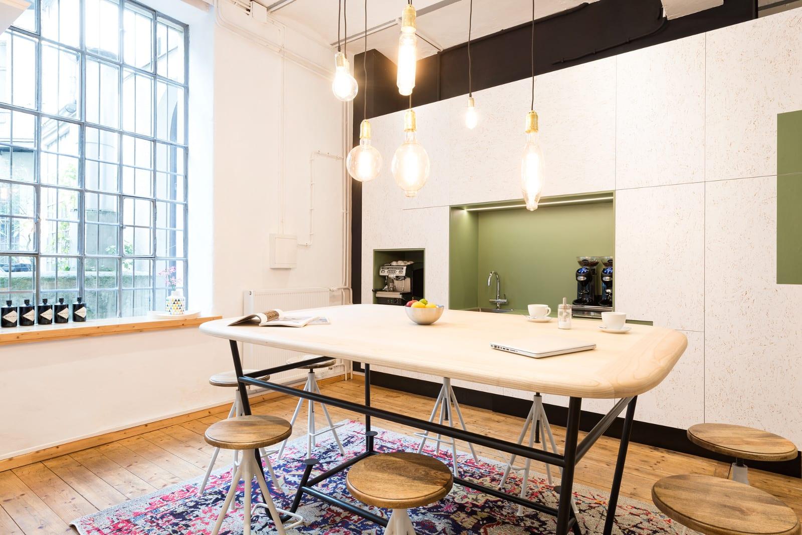 Kaffee, Obst, Softgetränke – Der Coworking-Space MATES bietet alles was ein Freelancer braucht.